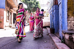 Women in colourful Saris in Jodhpur (marcusfornell) Tags: blue people woman india clothing women colorful asia asien traditional clothes local colourful tradition sari indien rajasthan jodhpur saris southasia bluecity rajasthani sdasien