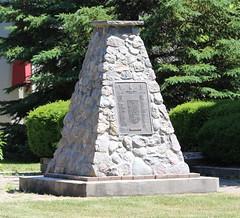 War Memorial (jmaxtours) Tags: ontario canada memorial wwi wwii 124 warmemorial niagaraonthelake notl koreanwar royalcanadianlegion canadianwarmemorial niagaraonthelakeontario
