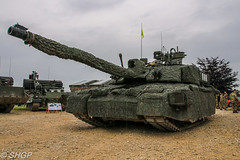 Challenger 2, Tank Fest 2016, Bovington Tank Museum (harrison-green) Tags: uk 2 museum canon army eos day tank outdoor military united sigma kingdom canadian ii armor land vehicle british fest armour challenger forces armed bovington 2016 18250mm 700d