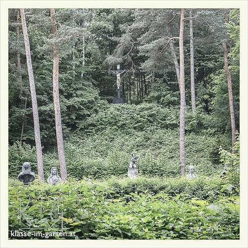 Gedenkstaette Heldenberg, NOE: blick zum kruzifix | 2015-05