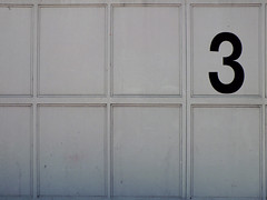 """The number """"3"""" (Lukinator) Tags: white 3 outdoors three die side mini right number finepix fujifilm middle simple der weiss auf mitte minimalistic minimalist schwarz midpoint draussen drei on seite hs20 nummer rechten simpel minimalistisch mittelpunkt"""