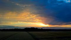 Light in Space / Licht und Weite (r.stopable1) Tags: sky clouds sunset landscape sundown sonnenuntergang twilight dmmerung sunlight sonnenlicht unendlichkeit infinity idyllic stimmungsvoll wolken himmel