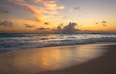 Una explosion en el cielo.... (MigueelRoojas) Tags: seascape paisaje naturaleza amanecer sunrise explosion sky cancun quintanaroo mexico miguelrojas 2016 canon7d tamron18270