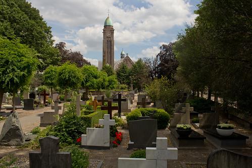 Teteringen - Begraafplaats en St Willibrorduskerk
