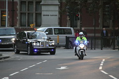 HM The Queen being escorted by SEG round Parliament Square (Ian Press Photography) Tags: escort parliament square vip royalty protection seg special group bentley hm queen her majesty motorbike bike bikes honda biker bikers 999 police met metropolitan emergency service services officer range rover vw volkswagen transporter car cars transport