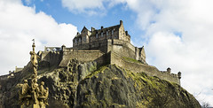 Casterly Rock against Castle Rock (Diego Almazn) Tags: castle scotland edinburgh castlerock