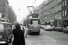 Gezellige drukte (railfan3) Tags: old classic amsterdam 1974 traffic transport streetscene scene 3g ten trams tramway oude trolleys halte amsterdams kinkerstraat tramstop straat gvb tramtracks streetcars amsterdamse 606 verkeer nederlandse tramhalte drukte tafereel hollandse klassieke grijze gvba tramcars strasenbahn gelede beijnes straattafereel strassenbahnwagen 601634 tramstellen tramwagens katestraat trammaterieel