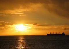 Hasta pronto, Via (Alonso Henrquez) Tags: sunset atardecer via canong3 viadelmar cfb caletaabarca alonsohenrquez