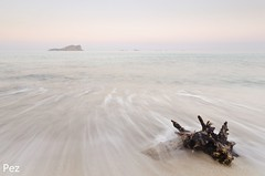 """Todas las cosas que al mar tiramos nos la devuelve siempre la marea..."" (Pez Fotografia) Tags: espaa pez sunrise landscape playa paisaje minimal amanecer ibiza fotografia eivissa cala 2012 baleares"