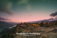 Atardecer en Siurana (Nicolas Moulin (Nimou)) Tags: plaza españa luces pueblo nocturna provincia cataluña tarragona calles siurana pavimiento