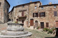 Castiglione d'Orcia (*eily*) Tags: italy italia case il val tuscany piazza toscana fontana castiglione dorcia paese vecchietta