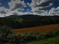 Llandrindod Wells - Neath (Brecon Beacons) (Pete Roberts (rhayader_wanderer)) Tags: mountains southwales wales landscape countryside nationalpark breconbeacons hills powys cloudes