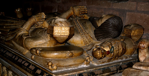 Brewood, Staffordshire, Church of St. Mary & St. Chad, monument to Sir John Giffard †1556 æt.s. 90 & his 2 wives Jane & Elizabeth, detail: their heads