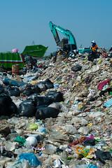 Harvest (2) (Thibaud Saintin) Tags: poverty trash work thailand garbage disposal waste survival digger landfill scavenger excavator nonthaburi totallythailand