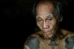 Iban  (Dayak) (Ma Poupoule) Tags: travel portrait man asia oldman tribal portrt tribes asie tatoo ritratti ritratto homme iban malaisie dayak tribus borno vieilhomme