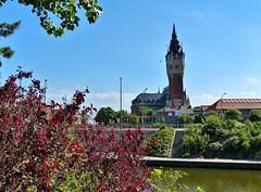 Canal de calais - Belfort en stadhuis in de achtergrond