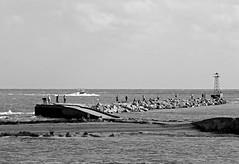 El muelle (carlos_ar2000) Tags: sea people port landscape puerto uruguay muelle boat mar fisherman barco ship gente paisaje nave montevideo pescador buceo bote