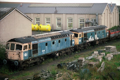 33106 & 33060, Eastleigh, August 23rd 1992 (Southsea_Matt) Tags: train railway scrap withdrawn dumped eastleigh crompton diesellocomotive class33 brblue 33106 33060 brcw scrapline sulzertype1