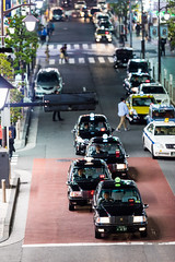 queue of taxis (ken_tsuda) Tags: lens prime tokyo nikon taxi queue  f2 nikkor shimbashi  200mm vsco kentsuda 20160515hshimbashi8201