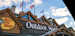Bass Pro Shops (Nicholas Eckhart) Tags: usa retail mi america mall us bass auburn hills massive pro stores outlets greatlakescrossing bassproshops outdoorworld outletmall 2016 sportinggoods