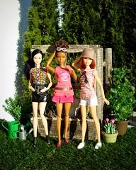 In the garden (Deejay Bafaroy) Tags: pink flowers portrait green hat sunglasses garden asian outdoors shoes doll dolls stripes barbie rosa sunny blumen portrt redhead hut asha grn sonnig garten schuhe wateringcan mattel striped diorama sonnenbrille puppe draussen puppen streifen fashionistas gestreift giesskanne glamteam madetomove waterinpot