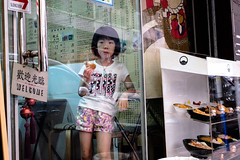 DSCF2021 (Scofield Chan) Tags: street reflection girl store alley child snapshot hong kong fujifilm streetphoto fujinon hongkongculture streetsnap xt1