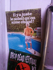 Il y a juste le soleil qu'on aime chaud (Fred:) Tags: christmas xmas party summer sun public beer pool sign festival drunk swimming poster soleil pub message montréal montreal uncle platform announcement christmasparty barefoot service bermuda urine urinate noël été chaud signe urinating psa bière piscine affiche xmasparty pisser dropdead springboard saoul drinker pisse tremplin ivre uriner mononcle ivrogne saoulon fêter modération soulon intérêt fêtard xmas2014 éducalcool