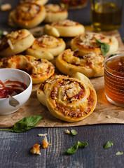 IMG_9861_exp-2 (Helena / Rico sin Azcar) Tags: cheese ham pizza queso basil rolls mozzarella parmesano jamn albahaca