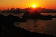 qdo o sol se põe (Ruby Ferreira ®) Tags: sunset bay silhouettes pôrdosol layers moutains montanhas baíadeguanabara silhuetas