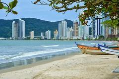 D52_DSC_8957(z)a (A. Neto) Tags: seascape color tree beach water buildings boats sand nikon raw cityscape camboriu d5200 nikkorafs18105ged