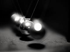 Playing with Newton's balls (P'sych) Tags: balls law newton cradle voigtlander25mmf95noctonf095