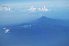 Eltrben a Bromo (2319 m) (utols kitrs: 2016), httrben Jva legmagasabb hegye s aktv vulknja, a Semeru (3676 m) - Kelet-Jva (sandorson) Tags: indonesia volcano java aerial caldera bromo semeru tengger jva mahameru kaldera lgifot vulkn indonzia