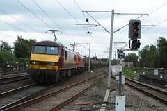 "DB Cargo Rail Class 90/0's, 90039 & 90019 ""Multimodal"" (37190 ""Dalzell"") Tags: red northwestern skoda wigan 90039 sparkies multimodal dbc ews class90 maroongold 90019 90239 90139 acelectric dbschenker englishwelshscottishrailways brelcrewe class900 dbcargorail"