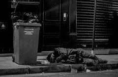 IMG_4938 (Nikan Likan) Tags: auto street 6 white black paris vintage lens photography prime aperture homeless 55mm m42 manual f28 blades | sx japanes 2016 mamiyasekor 18
