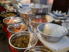 Tongin Market (Travis Estell) Tags: farmersmarket market korea seoul southkorea jongno publicmarket republicofkorea hyoja jongnogu hyojadong   tonginmarket  cheongunhyoja cheongunhyojadong seochonvillage