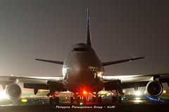 DSC01201 (kitagad@ppsg) Tags: longexposure dark nightshot manila boeing pal naia mnl b747 planespotting philippineairlines transpacific rpll queenoftheskies rpc7471 flypal
