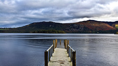 0350 - England, Lake District, Derwent Water HDR (Barry Mangham) Tags: england lake water clouds canon landscape pier wooden europe gloomy jetty lakedistrict hills cumbria hdr hdri photomatix canoneos500d