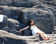 Il candido abbandono (Skiappa.....v.i.p. (Volentieri In Pensione)) Tags: lumix mare liguria panasonic sole roccia vacanze ragazza scogli martirreno skiappa