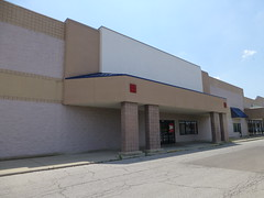 Former PetSmart in Columbus (Nicholas Eckhart) Tags: columbus ohio usa pets abandoned retail america mall shopping square dead us closed empty center strip vacant oh former stores petsmart chantry 2013