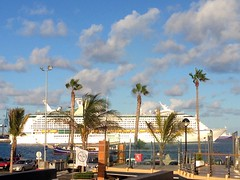 Adventure of the Seas (Miguelngel) Tags: cruise port puerto harbor boat barco ship harbour passengers royalcaribbean cruiser buque laspalmas liner crucero adventureoftheseas pasajeros trasatlantico miguelaadam cruiseintheatlanticislands