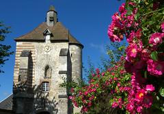 Lucheux, porte du Bourg (Ytierny) Tags: france fleur horizontal architecture tour village pierre prison brique porte fortification fentre chemin picardie dfense edifice somme rosier poivrire lucheux portedubourg ytierny