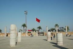 131009_Kreuzfahrt_06 (weisserstier) Tags: ruins flag flags ruine column hassan fahne marokko rabat sulen fahnen sule moschee