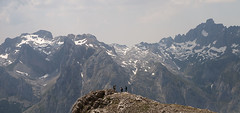Macizo Central y Peasanta (elosoenpersona) Tags: santa mountains de europa european pico peaks pea picos montaas collado abismo montaeros saliente bermeja jermoso elosoenpersona colladinas