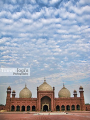 Badshahi Mosque (Tanwir Jogi ( www.thetrekkerz.org )) Tags: travel pakistan travelling beautiful work trekking trek colours royal mosque cannon calligraphy patch punjab tours lahore masjid treks badshahi jogi g9 beautifulpakistan trekkinginpakistan cannong9 tanwir thetrekkerz tourisminpakistan tanwirjogi wwwthetrekkerzorg travellinginpakistan