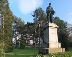 Lord Kelvin Statue, Belfast Botanic Gardens (John D McDonald) Tags: statue belfast kelvin northernireland ni botanicgardens ulster stranmillis lordkelvin botanicgardensbelfast southbelfast baronkelvinoflargs belfastbotanicgardens kelvinstatue baronkelvin botanicgardenspark