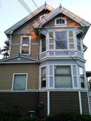 2041 Alameda Avenue (sftrajan) Tags: california architecture arquitectura victorian architektur alameda gable  alamedaavenue cityofalameda slantedbaywindow 2041alamedaavenue cityofalemeda