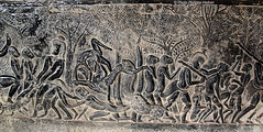 IMG_1053 Angkor Vat  La bataille de Kurukshetra ? (philippedaniele) Tags: cambodge vishnu khmers vat siemreap angkor apsaras fresque mandara dieux vasuki dmons