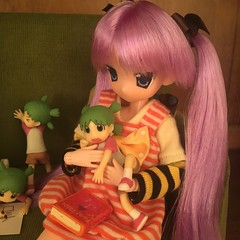 We will read together. (Ringochan39) Tags: anime doll yotsuba luckystar mamachapp