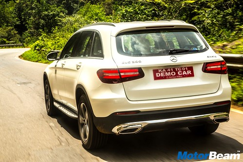 2016-Mercedes-Benz-GLC-25