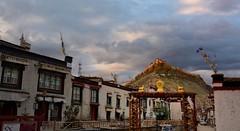 Gyantse Dzong and old town of Gyantse, Tibet 2015 (reurinkjan) Tags: top tar streetshot 2015 hiltop tibetautonomousregion tsang  tibetanplateaubtogang tibet buddhist buddhismsangsrgyaschoslugs gyantscounty gyantse gyantsedzong sunrisenyishar sunisrisingnyimanchar janreurink  gyantseoldtown